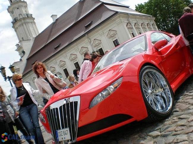 صورة فنان يقوم بتعديل سيارة وتحويلها من خردة إلى سيارة يزيد ثمنها عن 30 الف دولار